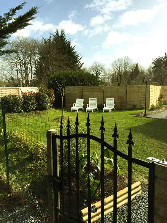 Location avec un jardin privé clos